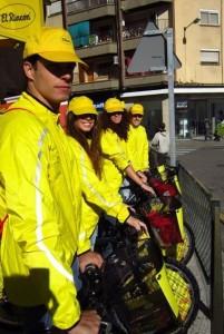 El rincón en bici, Frutos secos el Rincón con los chicos y chicas de Adico agencia de azafatas en Zaragoza
